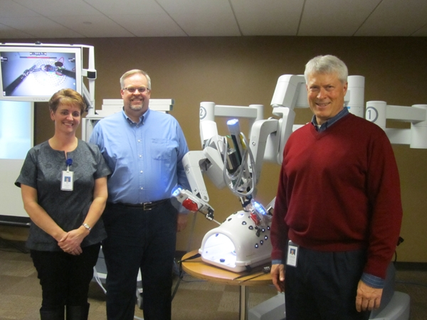 argument of robotic surgery Robotic surgery sounds like the ultimate in safe, efficient and effective 21st-century health care instead of a surgeon's potentially fallible human hand, you have a robot with its precision.